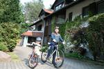 Fahrräder vorm Hotel